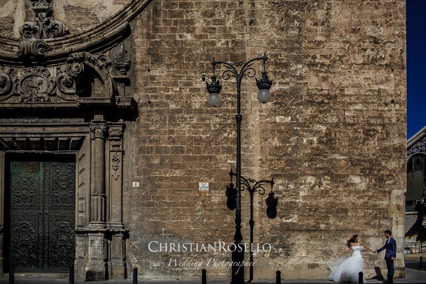 Post Boda en Huerto Santa Maria, fachada del Església dels Sants Joans, Natalia e Iván. Christian Roselló Fotógrafo de bodas en Valencia
