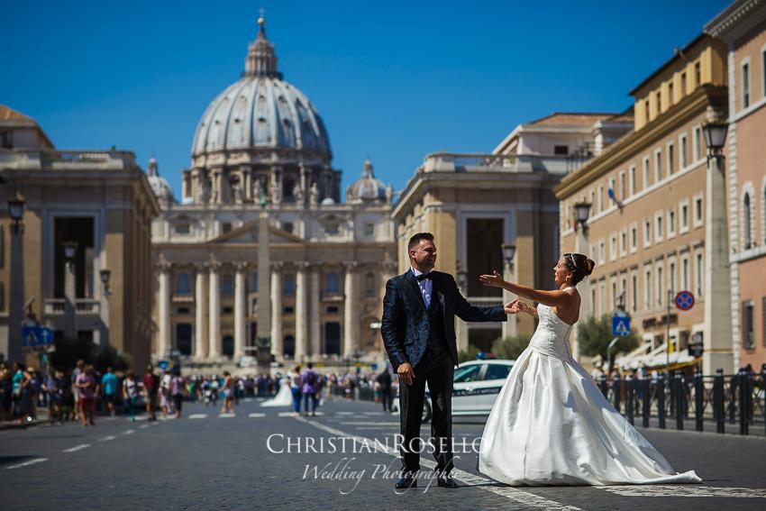 Post Boda en Roma, Piazza San Pietro Mª Jesus y Oscar. Christian Roselló, Wedding Photographer in Rome, based in Valencia Spain