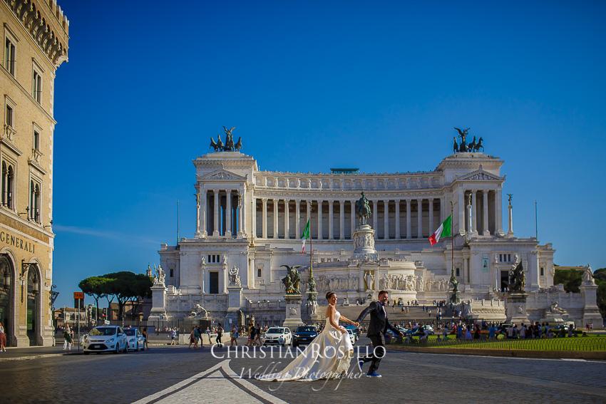 Post Boda en Roma, Piazza Venezia, Mª Jesús y Oscar. Christian Roselló, Wedding Photographer in Rome, based in Valencia Spain