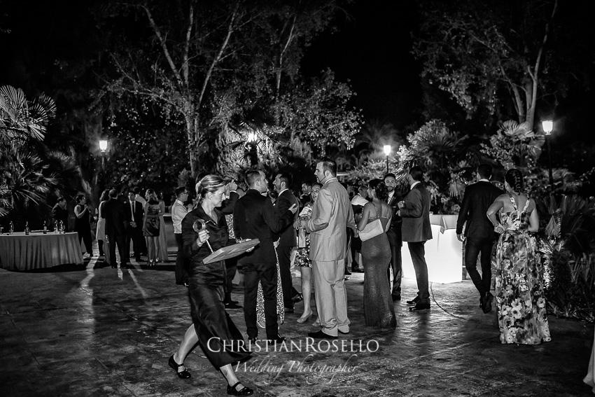 Reportaje Boda en Jardines la Hacienda, Laura y Carles. Christian Roselló Fotógrafo de Bodas Nacional e Internacional con sede en Valencia.