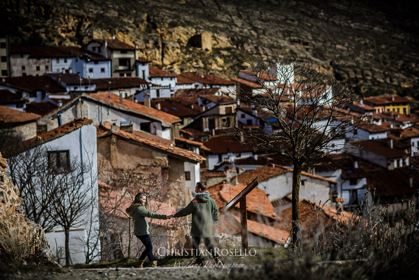 Reportaje Pre Boda en Mora de Rubielos, Jazmina y Agustín, Valdelinares Teruel. Christian Roselló Fotógrafo de Bodas en Teruel con sede en Valencia.