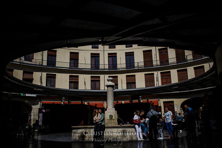 Reportaje Pre Boda en Valencia Rosa y Rubén, Plaza Redonda Valencia. Christian Roselló Fotógrafo de Bodas con sede Valencia.
