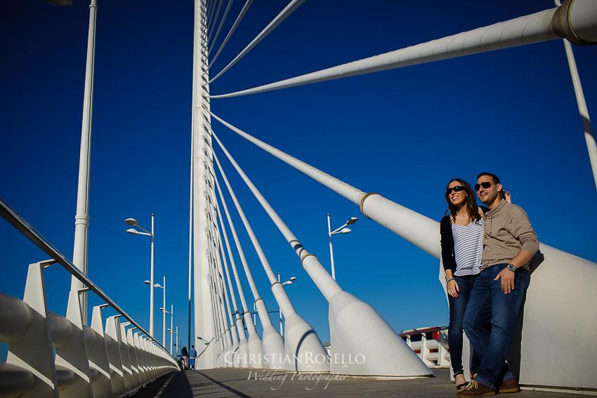 Reportaje Pre Boda en Valencia Bea y Vicente, Pont l'Assut de l'Or. Christian Roselló Fotógrafo de Bodas nacional e internacional, con sede en Valencia.