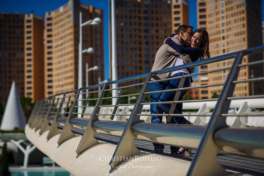 Reportaje Pre Boda en Valencia Bea y Vicente, Pont de Montolivet . Christian Roselló Fotógrafo de Bodas nacional e internacional, con sede en Valencia.