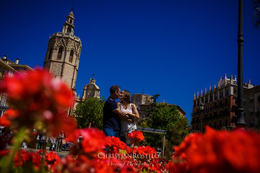 Reportaje Pre Boda en Valencia Bea y Vicente, Plaza de la Reina. Christian Roselló Fotógrafo de Bodas nacional e internacional, con sede en Valencia.