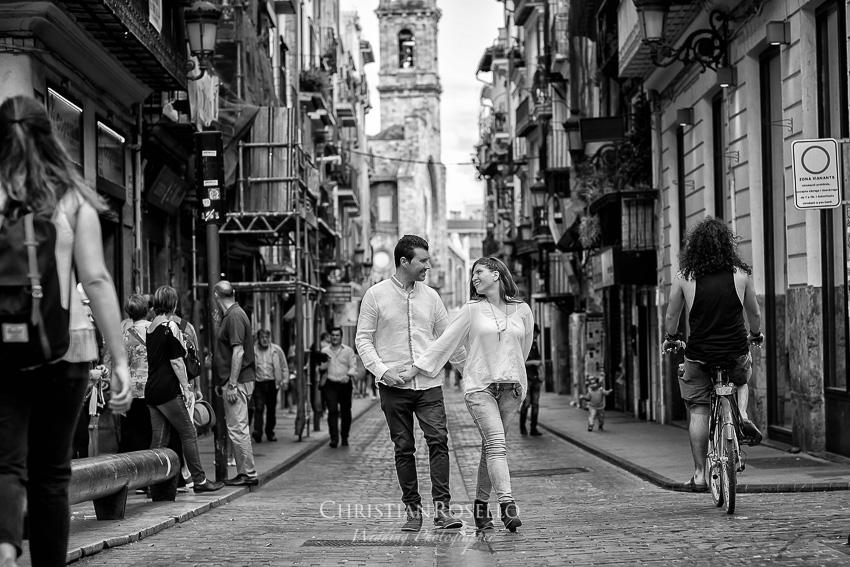 Pre Boda en Valencia Olga y David, Carrer de la Bosseria. Christian Roselló Fotógrafo de Bodas nacional e internacional con sede en Valencia.