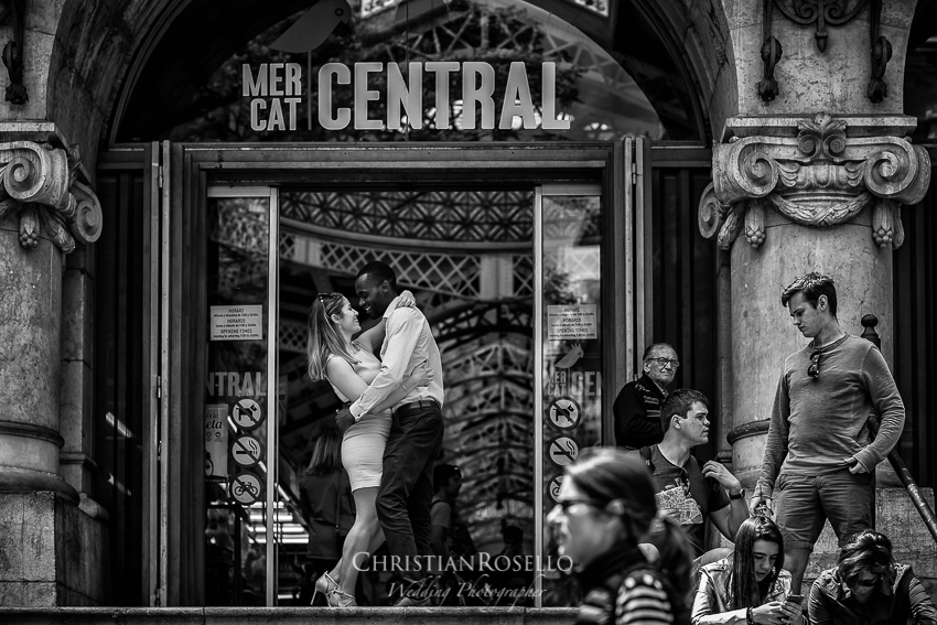 Reportaje Pre Boda en Valencia Amanda y Ben, Mercat Central de Valencia. Christian Roselló Fotógrafo de Bodas nacional e internacional, con sede en Valencia.
