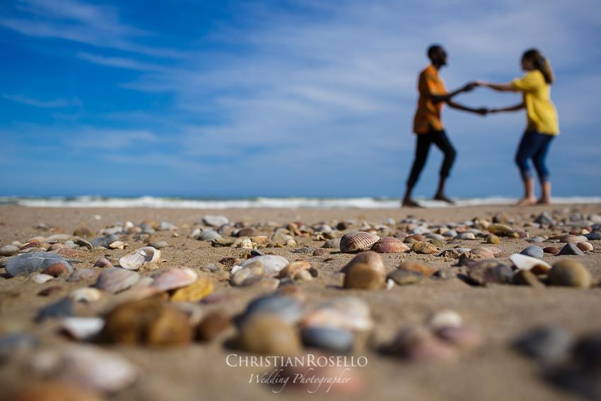 Reportaje Pre Boda en Valencia Amanda y Ben, Playa Dehesa del Saber Valencia. Christian Roselló Fotógrafo de Bodas nacional e internacional, con sede en Valencia.