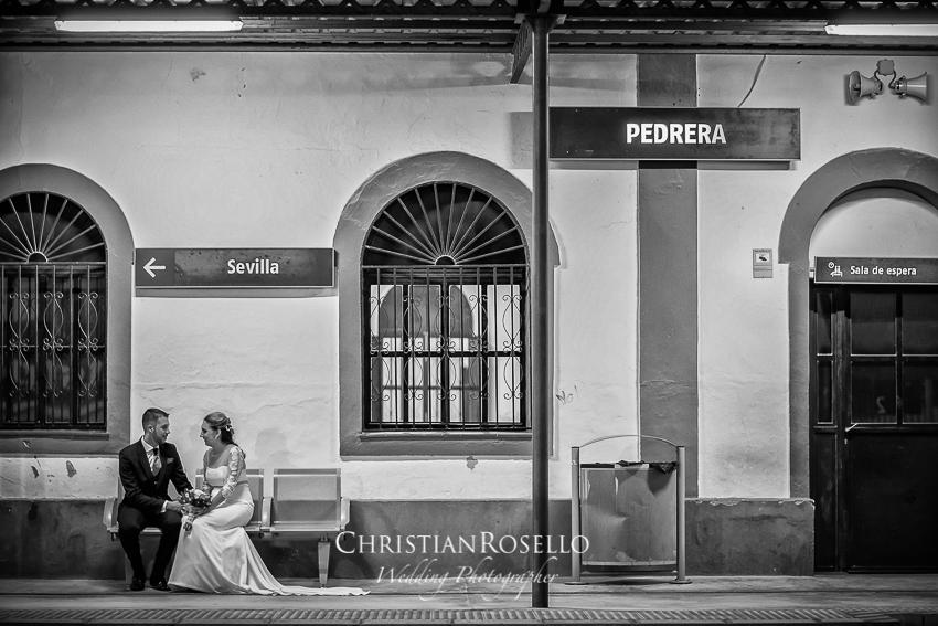 Reportaje Boda en Pedrera Sevilla Laura y Fran. Estación de Renfe Pedrera Sevilla. Christian Roselló Fotografo de Bodas en Sevilla , con sede en Valencia.