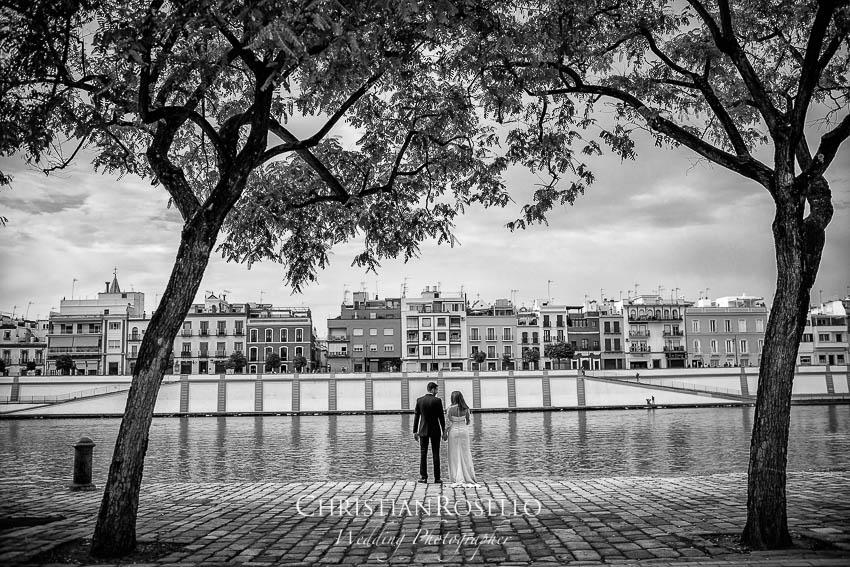 Reportaje Post Boda en Sevilla Laura y Fran. Barrio de Triana Sevilla. Christian Roselló Fotógrafo de Bodas nacional e internacional con sede en Valencia.