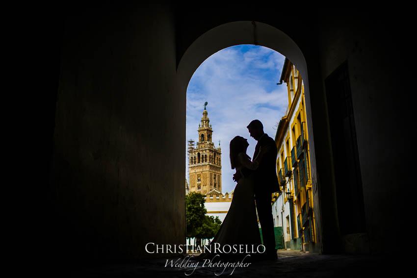 Reportaje Post Boda en Sevilla Laura y Fran. Catedral de Sevilla. Christian Roselló Fotógrafo de Bodas nacional e internacional con sede en Valencia.