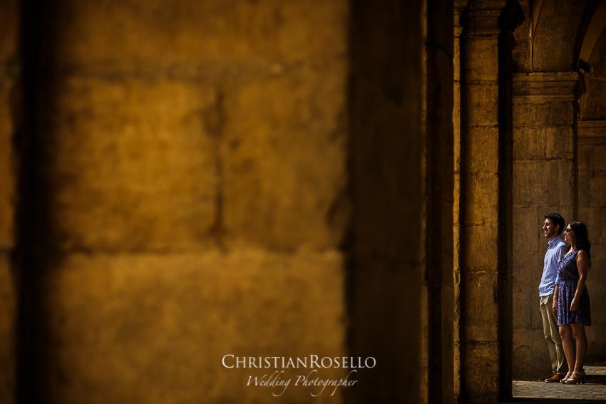 PRE BODA EN PLAYA DE OROPESA CASTELLÓN ÚRSULA Y RAFA. PLAZA MAYOR DE CASTELLÓN. CHRISTIAN ROSELLÓ FOTÓGRAFO DE BODAS NACIONAL E INTERNACIONAL CON SEDE VALENCIA.
