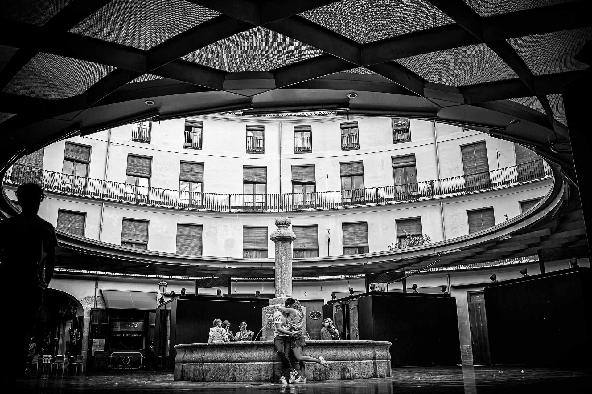 Reportaje Pre Boda en Albufera de Valencia Rosa y Dani. Plaza Redonda. Christian Roselló Fotógrafo de Bodas, con sede en Valencia y disponibilidad geográfica, nacional e internacional.