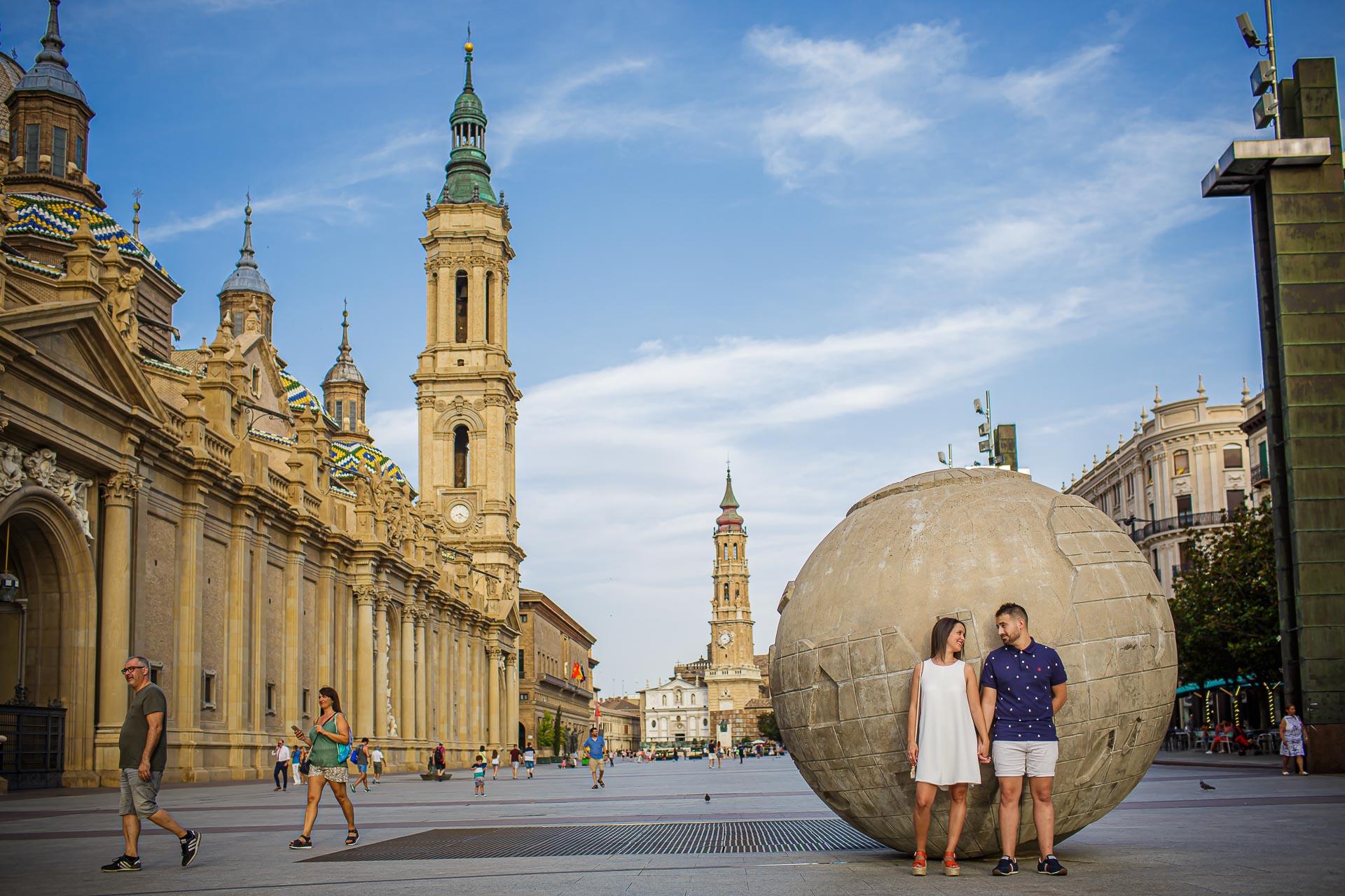 Pre Boda en Zaragoza Vanesa e Ibán. Plaza del Pilar. Christian Roselló Fotógrafo de Bodas en Zaragoza con sede en Valencia